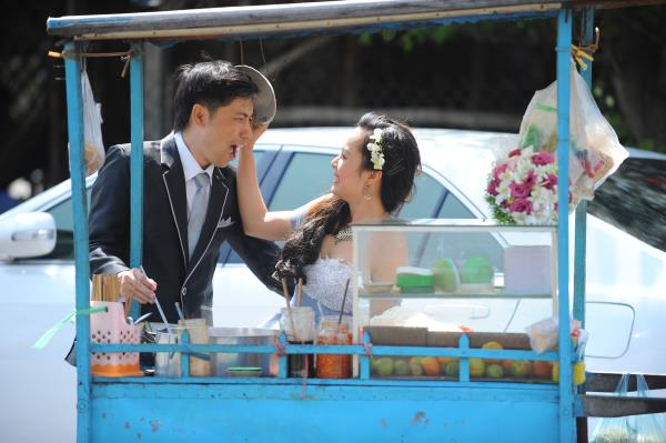 Ảnh cưới dễ thương, đẹp bình dị với cảnh quê sông nước và gánh hàng rong (01) tại Cưới hỏi trọn gói 365