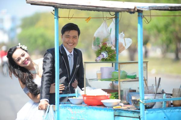 Ảnh cưới dễ thương, đẹp bình dị với cảnh quê sông nước và gánh hàng rong (02) tại Cưới hỏi trọn gói 365