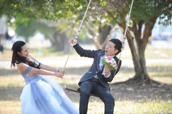 Ảnh cưới dễ thương, đẹp bình dị với cảnh quê sông nước và gánh hàng rong (04) tại Cưới hỏi trọn gói 365