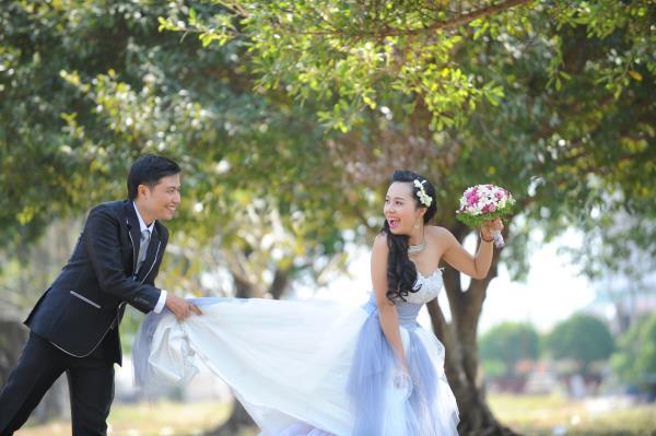 Ảnh cưới dễ thương, đẹp bình dị với cảnh quê sông nước và gánh hàng rong (06) tại Cưới hỏi trọn gói 365