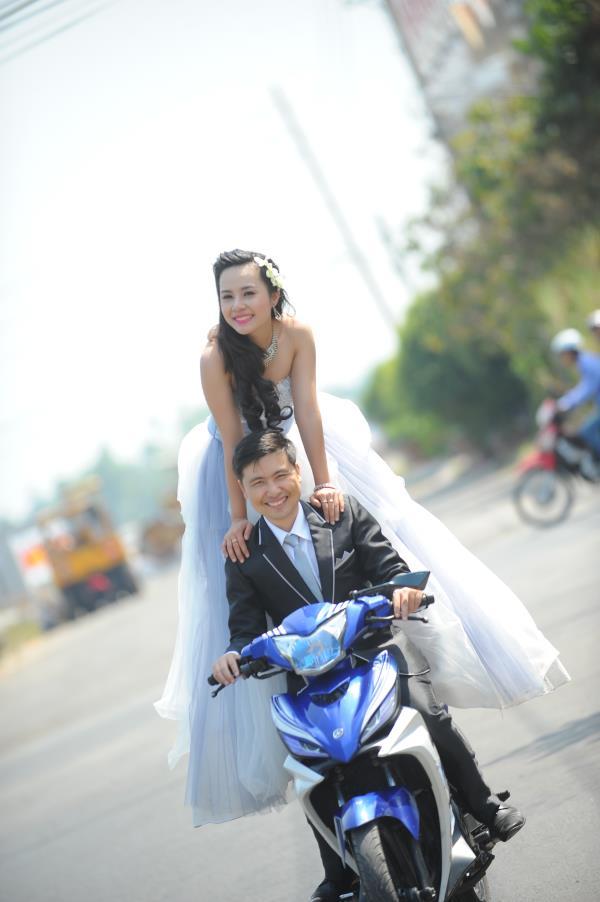Ảnh cưới dễ thương, đẹp bình dị với cảnh quê sông nước và gánh hàng rong (07) tại Cưới hỏi trọn gói 365