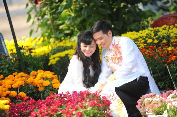 Ảnh cưới dễ thương, đẹp bình dị với cảnh quê sông nước và gánh hàng rong (08) tại Cưới hỏi trọn gói 365