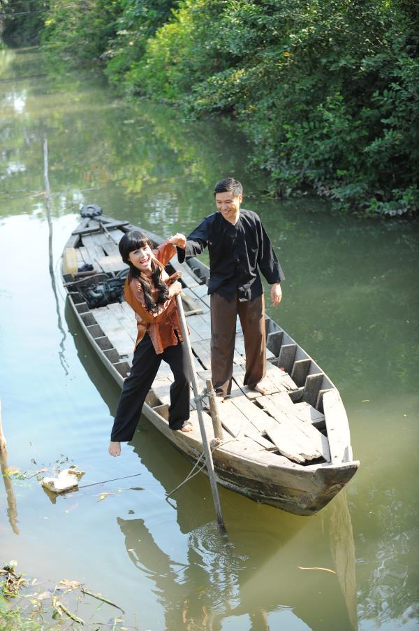 Ảnh cưới dễ thương, đẹp bình dị với cảnh quê sông nước và gánh hàng rong (13) tại Cưới hỏi trọn gói 365