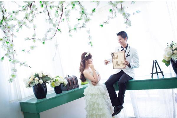 Ảnh cưới đẹp dễ thương, lãng mạn với gam màu tươi sáng trong phim trường (10) tại Cưới hỏi trọn gói 365