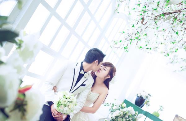 Ảnh cưới đẹp dễ thương, lãng mạn với gam màu tươi sáng trong phim trường (13) tại Cưới hỏi trọn gói 365