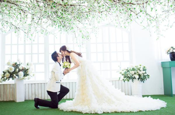 Ảnh cưới đẹp dễ thương, lãng mạn với gam màu tươi sáng trong phim trường (14) tại Cưới hỏi trọn gói 365