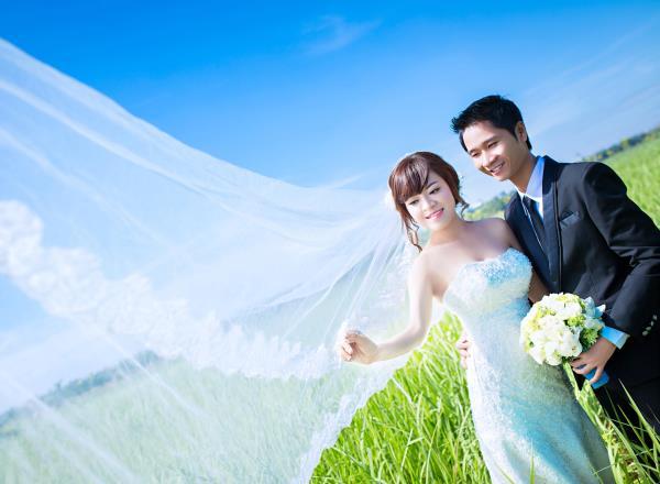 Ảnh cưới đẹp dễ thương, lãng mạn với gam màu tươi sáng trong phim trường (22) tại Cưới hỏi trọn gói 365