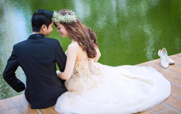 Ảnh cưới đẹp dễ thương, lãng mạn với gam màu tươi sáng trong phim trường (25) tại Cưới hỏi trọn gói 365