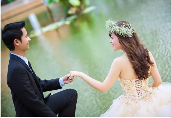 Ảnh cưới đẹp dễ thương, lãng mạn với gam màu tươi sáng trong phim trường (26) tại Cưới hỏi trọn gói 365