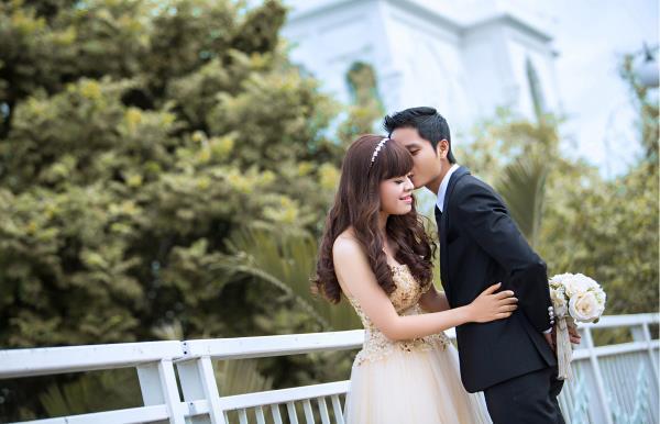Ảnh cưới đẹp dễ thương, lãng mạn với gam màu tươi sáng trong phim trường (29) tại Cưới hỏi trọn gói 365