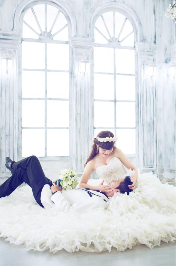 Ảnh cưới đẹp dễ thương, lãng mạn với gam màu tươi sáng trong phim trường (8) tại Cưới hỏi trọn gói 365
