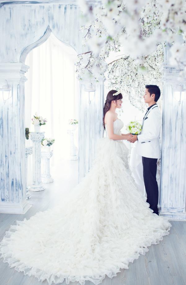 Ảnh cưới đẹp dễ thương, lãng mạn với gam màu tươi sáng trong phim trường (9) tại Cưới hỏi trọn gói 365