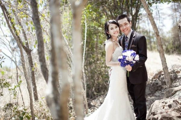 Ảnh cưới đẹp dễ thương với cặp đôi hạnh phúc tươi cười với biển (05) tại Cưới hỏi trọn gói 365
