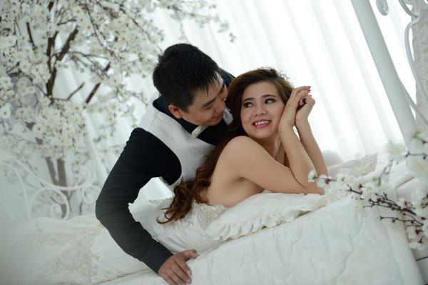 Ảnh cưới đẹp, dễ thương với đa sắc màu tươi tắn trong phim trường (04) tại Cưới hỏi trọn gói 365