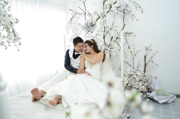 Ảnh cưới đẹp, dễ thương với đa sắc màu tươi tắn trong phim trường (05) tại Cưới hỏi trọn gói 365