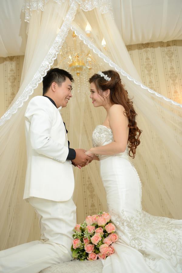 Ảnh cưới đẹp, dễ thương với đa sắc màu tươi tắn trong phim trường (07) tại Cưới hỏi trọn gói 365