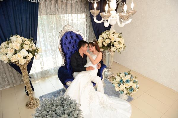 Ảnh cưới đẹp, dễ thương với đa sắc màu tươi tắn trong phim trường (09) tại Cưới hỏi trọn gói 365