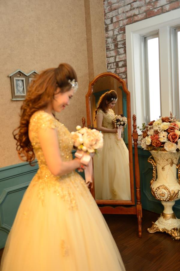 Ảnh cưới đẹp, dễ thương với đa sắc màu tươi tắn trong phim trường (10) tại Cưới hỏi trọn gói 365