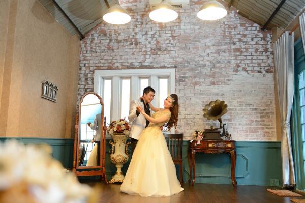 Ảnh cưới đẹp, dễ thương với đa sắc màu tươi tắn trong phim trường (11) tại Cưới hỏi trọn gói 365
