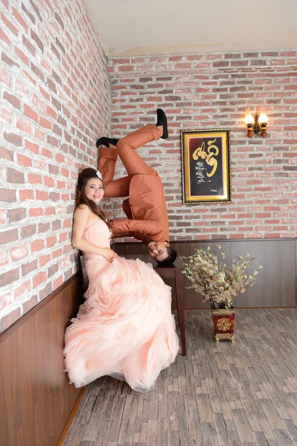 Ảnh cưới đẹp, dễ thương với đa sắc màu tươi tắn trong phim trường (14) tại Cưới hỏi trọn gói 365