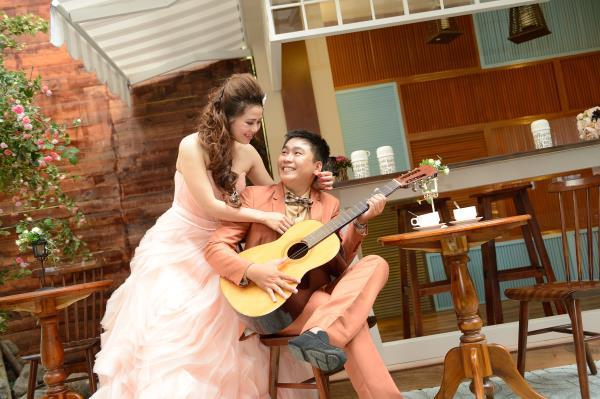 Ảnh cưới đẹp, dễ thương với đa sắc màu tươi tắn trong phim trường (16) tại Cưới hỏi trọn gói 365