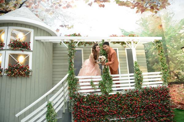 Ảnh cưới đẹp, dễ thương với đa sắc màu tươi tắn trong phim trường (17) tại Cưới hỏi trọn gói 365
