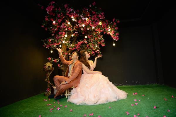 Ảnh cưới đẹp, dễ thương với đa sắc màu tươi tắn trong phim trường (19) tại Cưới hỏi trọn gói 365