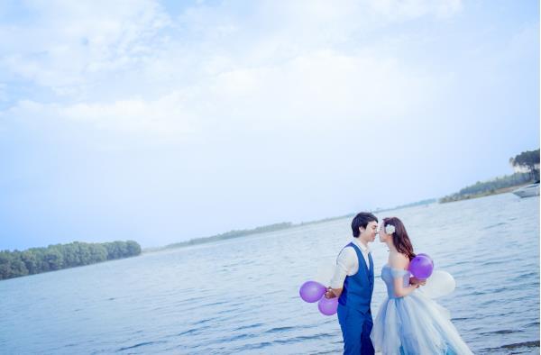 Ảnh cưới đẹp hồn nhiên với biển và rừng của cặp đôi trẻ trung (01) tại Cưới hỏi trọn gói 365