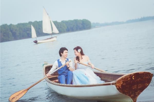 Ảnh cưới đẹp hồn nhiên với biển và rừng của cặp đôi trẻ trung (04) tại Cưới hỏi trọn gói 365