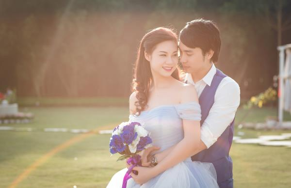 Ảnh cưới đẹp hồn nhiên với biển và rừng của cặp đôi trẻ trung (06) tại Cưới hỏi trọn gói 365