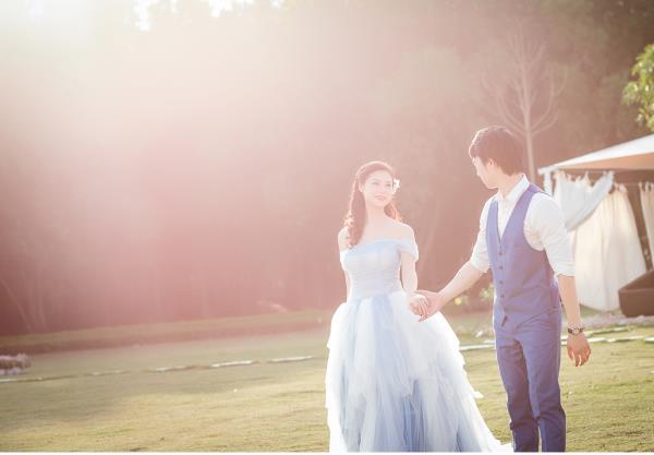 Ảnh cưới đẹp hồn nhiên với biển và rừng của cặp đôi trẻ trung (07) tại Cưới hỏi trọn gói 365