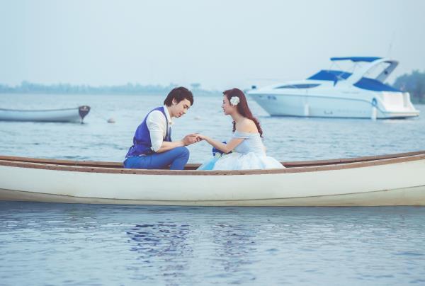 Ảnh cưới đẹp hồn nhiên với biển và rừng của cặp đôi trẻ trung (09) tại Cưới hỏi trọn gói 365
