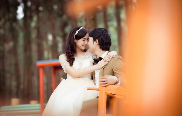 Ảnh cưới đẹp hồn nhiên với biển và rừng của cặp đôi trẻ trung (10) tại Cưới hỏi trọn gói 365