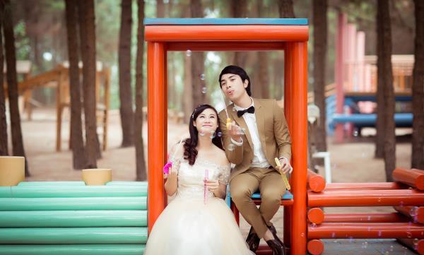 Ảnh cưới đẹp hồn nhiên với biển và rừng của cặp đôi trẻ trung (11) tại Cưới hỏi trọn gói 365