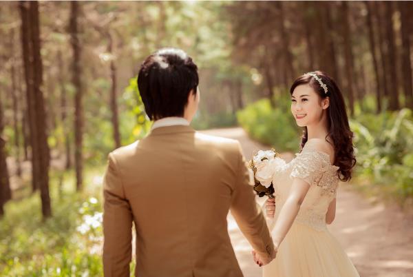 Ảnh cưới đẹp hồn nhiên với biển và rừng của cặp đôi trẻ trung (13) tại Cưới hỏi trọn gói 365