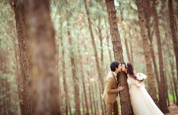 Ảnh cưới đẹp hồn nhiên với biển và rừng của cặp đôi trẻ trung (14) tại Cưới hỏi trọn gói 365
