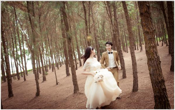 Ảnh cưới đẹp hồn nhiên với biển và rừng của cặp đôi trẻ trung (15) tại Cưới hỏi trọn gói 365