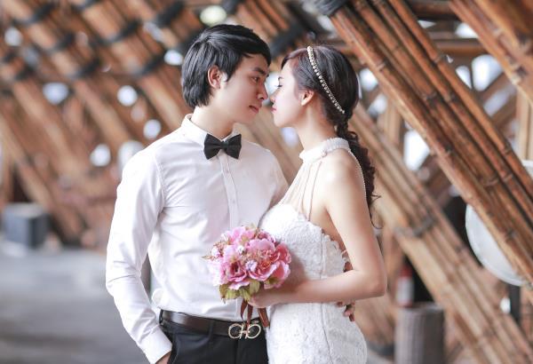 Ảnh cưới đẹp hồn nhiên với biển và rừng của cặp đôi trẻ trung (16) tại Cưới hỏi trọn gói 365