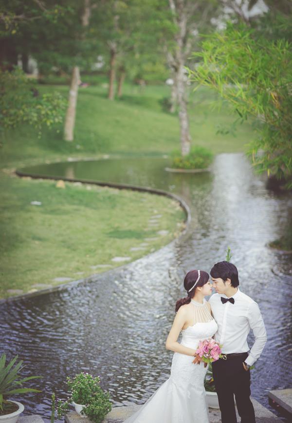 Ảnh cưới đẹp hồn nhiên với biển và rừng của cặp đôi trẻ trung (19) tại Cưới hỏi trọn gói 365