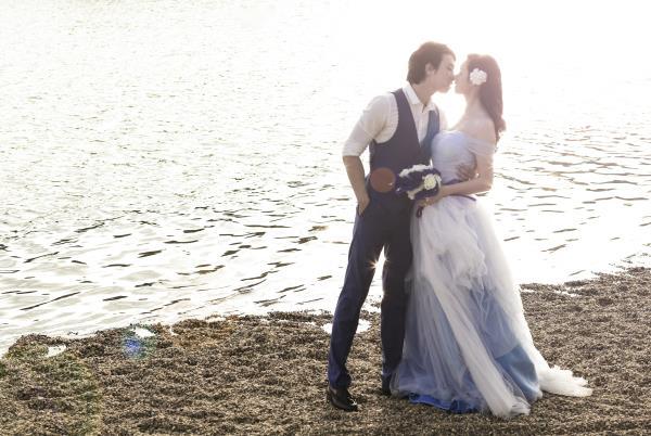 Ảnh cưới đẹp hồn nhiên với biển và rừng của cặp đôi trẻ trung (20) tại Cưới hỏi trọn gói 365