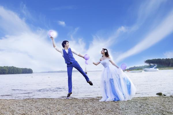 Ảnh cưới đẹp hồn nhiên với biển và rừng của cặp đôi trẻ trung (21) tại Cưới hỏi trọn gói 365