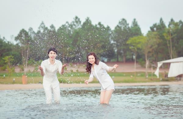 Ảnh cưới đẹp hồn nhiên với biển và rừng của cặp đôi trẻ trung (24) tại Cưới hỏi trọn gói 365