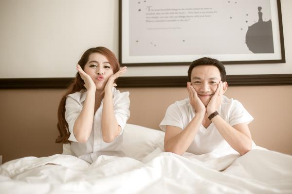 Ảnh cưới đẹp trong veo của cặp đôi trẻ trung, dễ thương trong phim trường và ngoại cảnh (13) tại Cưới hỏi trọn gói 365