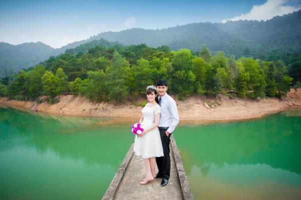 Ảnh cưới đẹp, tự nhiên, lãng mạn với cảnh thiên nhiên sóng động, đắm say lòng người (01) tại Cưới hỏi trọn gói 365