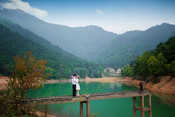 Ảnh cưới đẹp, tự nhiên, lãng mạn với cảnh thiên nhiên sóng động, đắm say lòng người (17) tại Cưới hỏi trọn gói 365