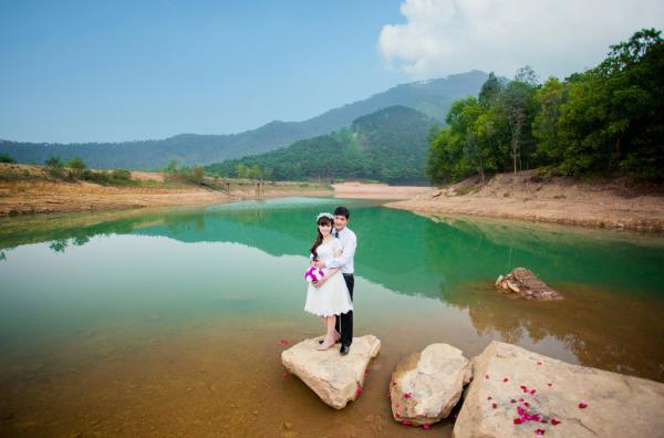 Ảnh cưới đẹp, tự nhiên, lãng mạn với cảnh thiên nhiên sóng động, đắm say lòng người (18) tại Cưới hỏi trọn gói 365