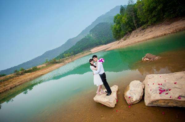Ảnh cưới đẹp, tự nhiên, lãng mạn với cảnh thiên nhiên sóng động, đắm say lòng người (19) tại Cưới hỏi trọn gói 365