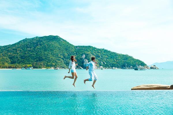 Ảnh cưới đẹp, tự nhiên, lãng mạn với gam màu xanh mát lành với cảnh biển Nha Trang (01) tại Cưới hỏi trọn gói 365