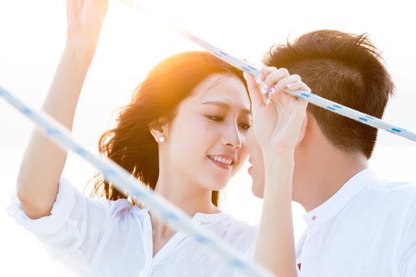 Ảnh cưới đẹp, tự nhiên, lãng mạn với gam màu xanh mát lành với cảnh biển Nha Trang (05) tại Cưới hỏi trọn gói 365