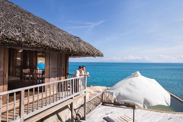 Ảnh cưới đẹp, tự nhiên, lãng mạn với gam màu xanh mát lành với cảnh biển Nha Trang (10) tại Cưới hỏi trọn gói 365